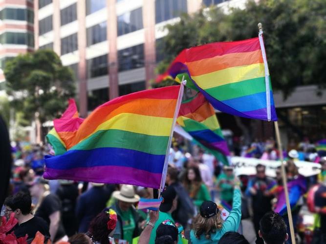 """""""Formas de volver a casa"""": cómo la comunidad LGTBI+ habitó la ciudad durante el estallido social"""